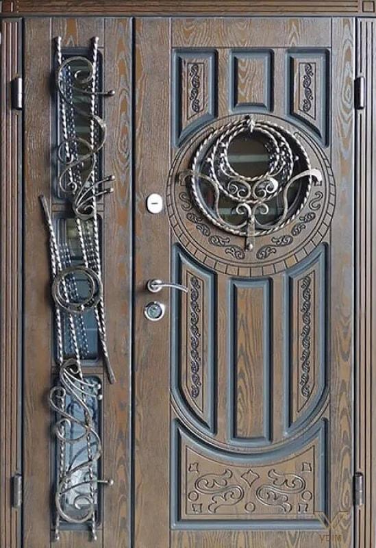 Входные двери с полимерными накладками, двуполые с стеклопакетом и ковкой
