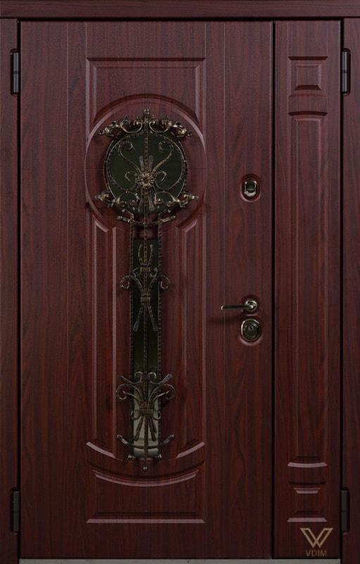 Входные двери с ковкой и стеклопакетом